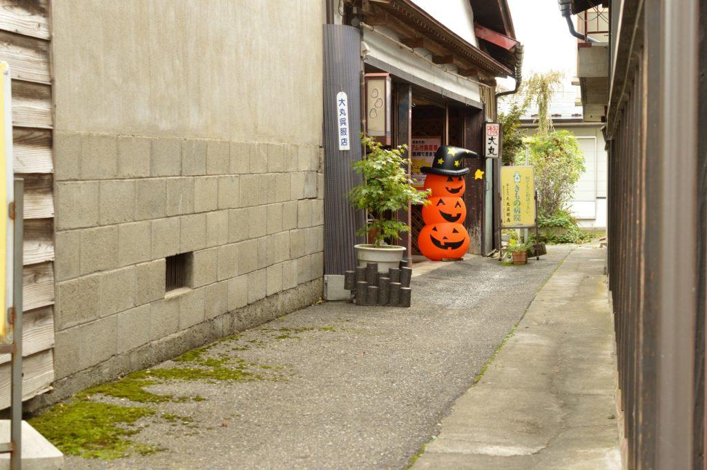 福島県喜多方市 観光 路地裏のハロウィーン