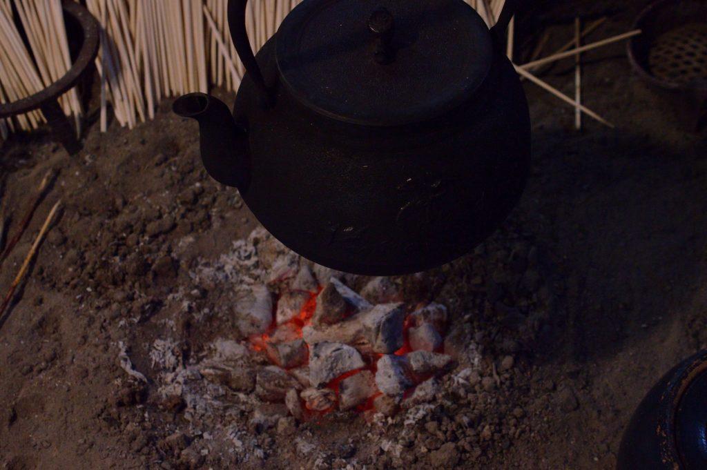 福島県 大内宿 山形屋 囲炉裏の炭