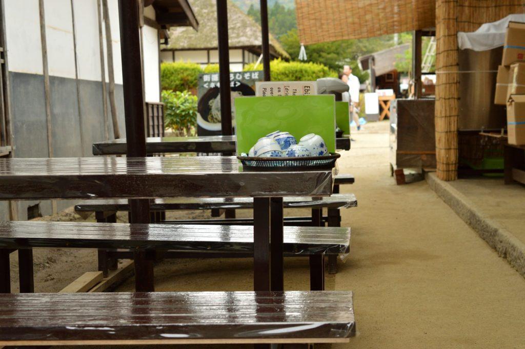 福島県 大内宿 山形屋 外のテーブル