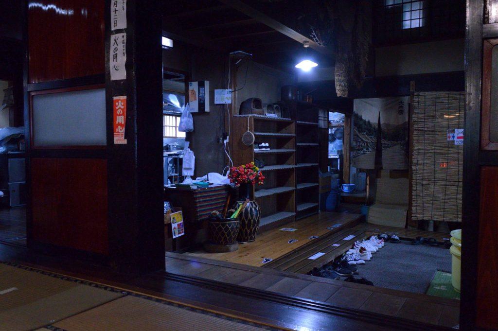 福島県 大内宿 山形屋 靴棚