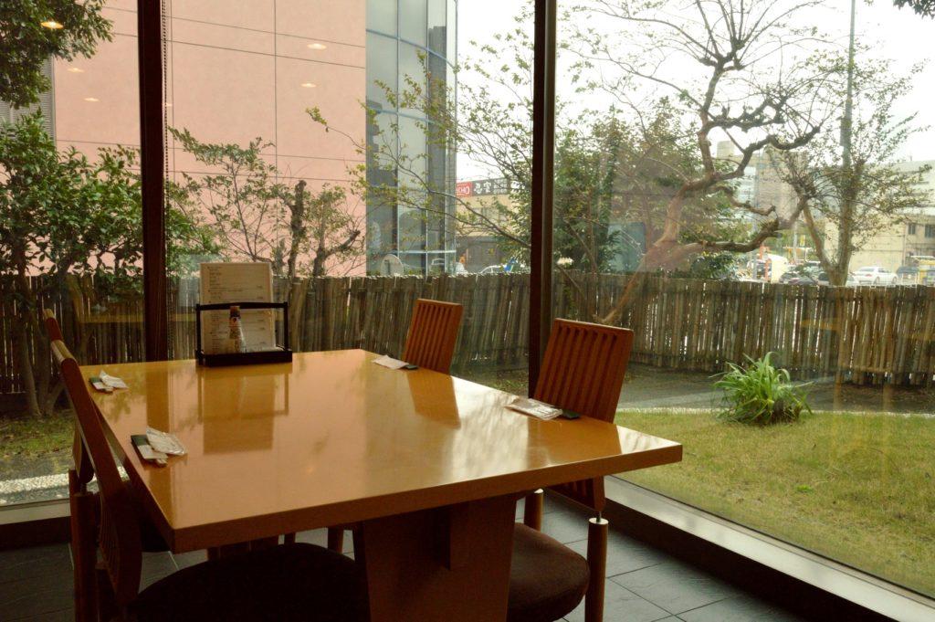 茨城県水戸市 ホテルレイクビュー 日本料理 花結び テーブル席