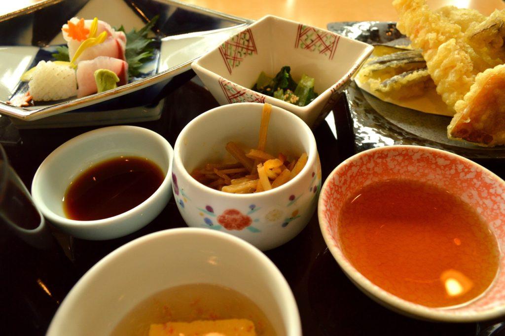 茨城県水戸市 ホテルレイクビュー 日本料理 花結び 花御膳全体
