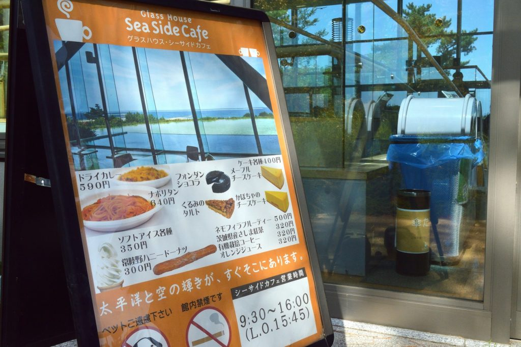 茨城県 ひたち海浜公園 グラスシーサイドカフェの入り口のメニュー