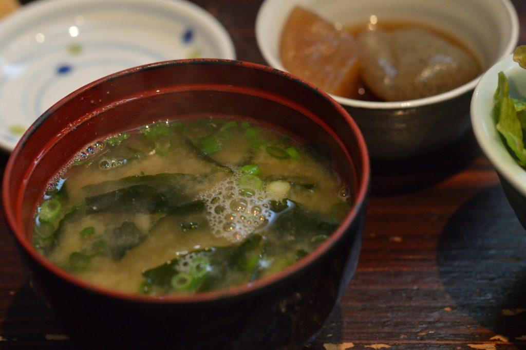 茨城県ひたちなか市 ひかり寿司 特上握り 味噌汁 (1)