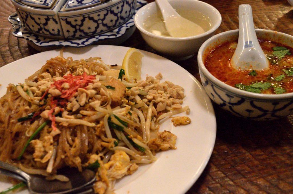 茨城県ひたちなか市 タイ料理 ラカントーン エビ焼きそば (1)