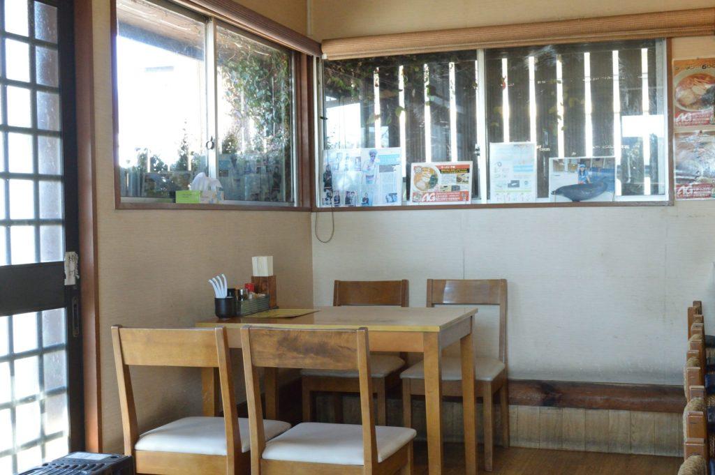 茨城県日立市 ラーメン千歳 店内 テーブル