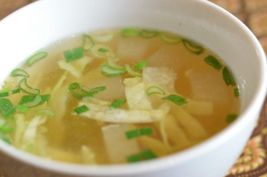 02_茨城県日立市 タイレストランクンシャーン _41 ガパオライスのスープ