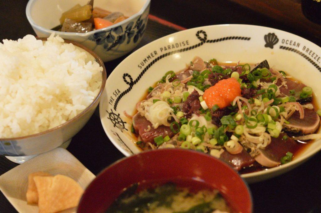 05 012 雑魚屋 カツオのタタキ定食