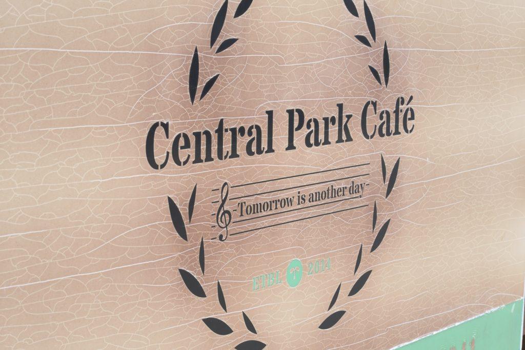 211 002 セントラルパークカフェ