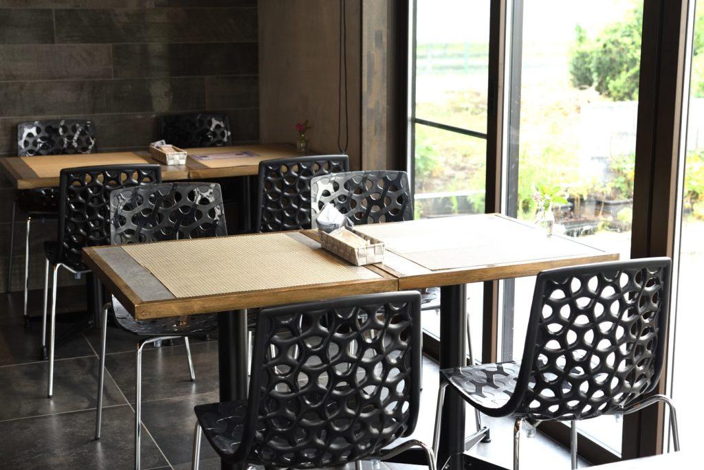 gley style cafe 店内 テーブル