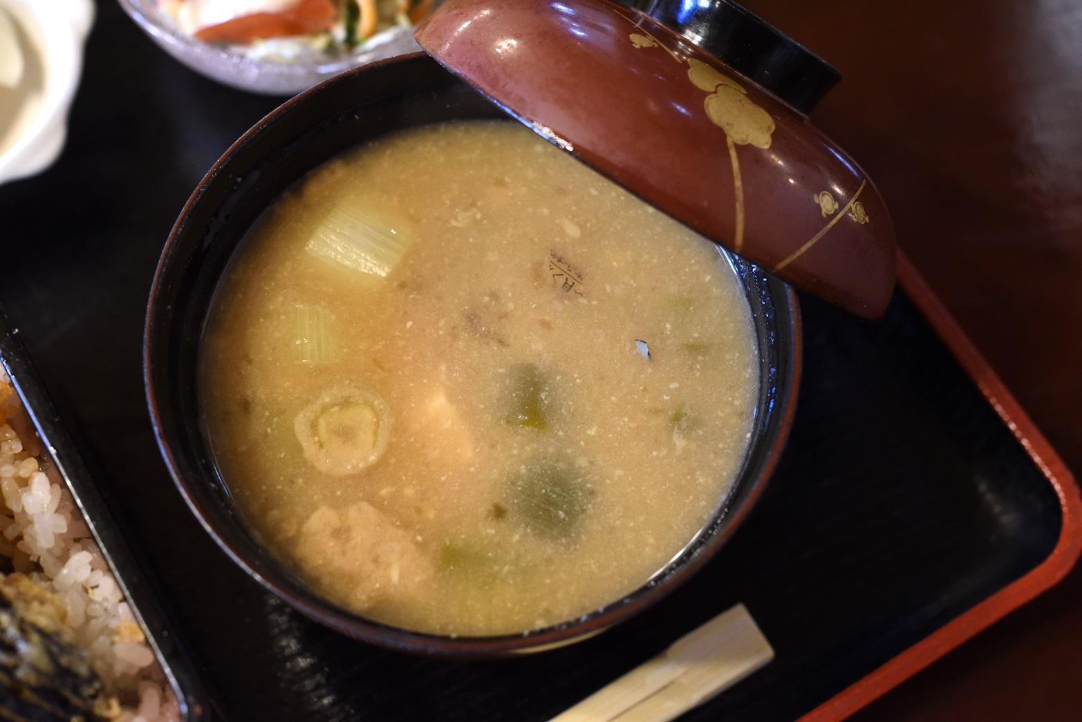 鮨健 味噌汁